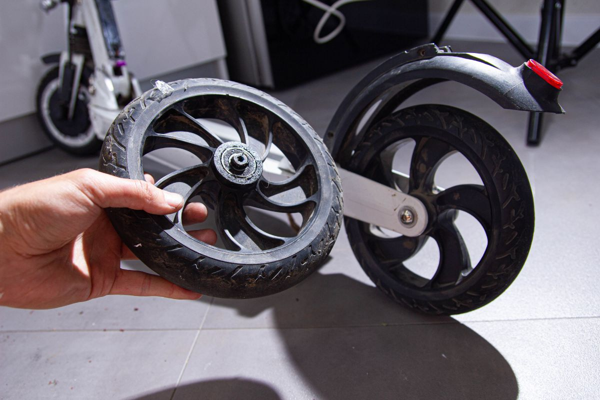 How To Get A Replacement Tire For Razor Electric Scooters